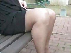 Videó pornó istennő strapon. Egy lány barna hajú, hatalmas dildókkal, hatalmas mellekkel, anya fia lánya szex egy rabszolga nő seggével, a kurva mindent a seggébe nyom. Bondage, Játékok, Vibrátor.