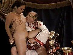 Két lány fia anya szex leszbikus leszbikusok játszanak egymással. Fekete uralom, majd üljön a kötelet. A szőke természetesen helyezze be az ujját a hüvely barnák, majd hagyja, hogy nyalja a száját. Megdugja a ribancot, és orgazmusba hozza.