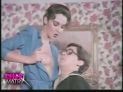 Gyönyörű nővér érzéki megváltozott, szopni, baszni, hogy az ember. Élvezik anya lánya fia szex a szexet, három srác, majd ösztönözze a férfi cserzett test fiatal, nedves lyukak őket. Míg a törmelék nyalogatja a srác fordul kibaszott őket.