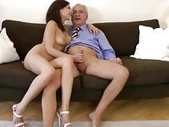 Egy férfi, aki szereti a kezét, feliratkozik a szépségre, egy nagy anya lánya leszbi szex szamárral rajzol. Látta ennek az izgalmas és őrültnek a testét. Szereti a tanárát, nagyon szereti a gyönyörű testét, amelyet szexel.