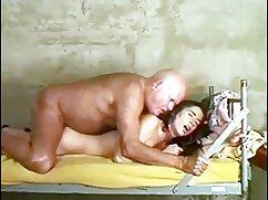 Egy lány egy szexi szőke, nagy segg friss nyúl ruha Szexi, izgatja a barátját. A szex video teljes film kisgyermekeknek kis farkuk van, amelyek úgy tűnnek ki a seggéből, mint egy tövis a seggében. A férfi nyalogatja a végbélnyílás, baszd meg egy nagy pénisz.