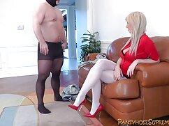 A shemale családi szex videók egy szőke mellekkel, jó minden bézs simogatta a farkát nagy, a kezében egy játék formájában egy kis transzban, majd elkezdte utánozni a szex vele, szintén ez a játék egy nagy pénisz, zavarta az a tény, hogy véget ért nagyon gyorsan a gyomrában